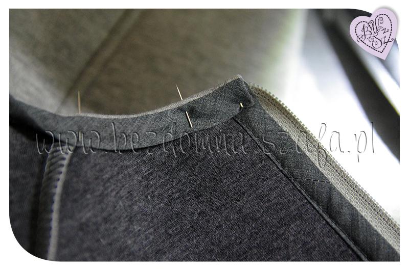 płaszcz z pianki dekolt lamówka lewa strona