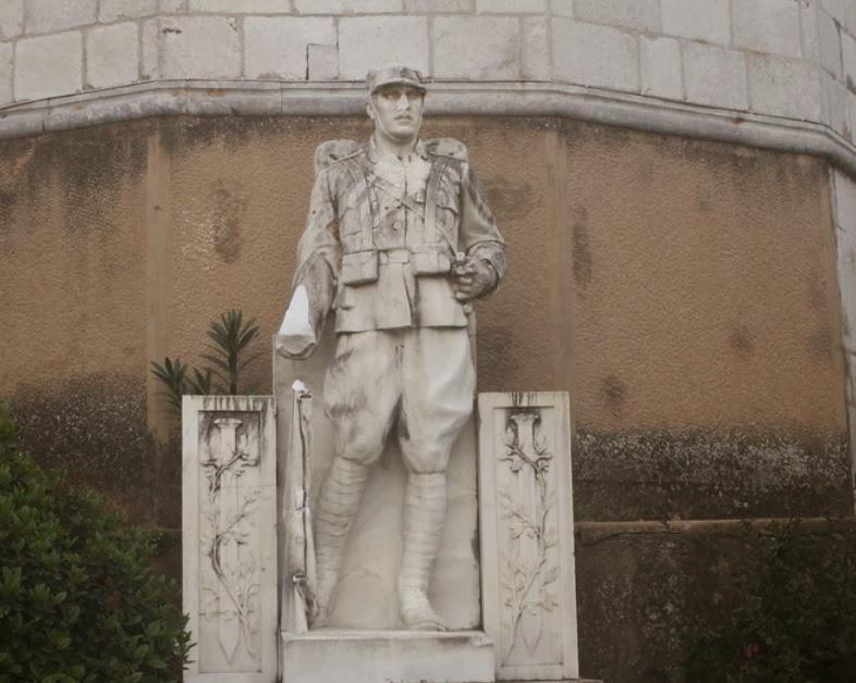 Μνημείο του Αγνωστου Στρατιώτη στη Λιβαδειά