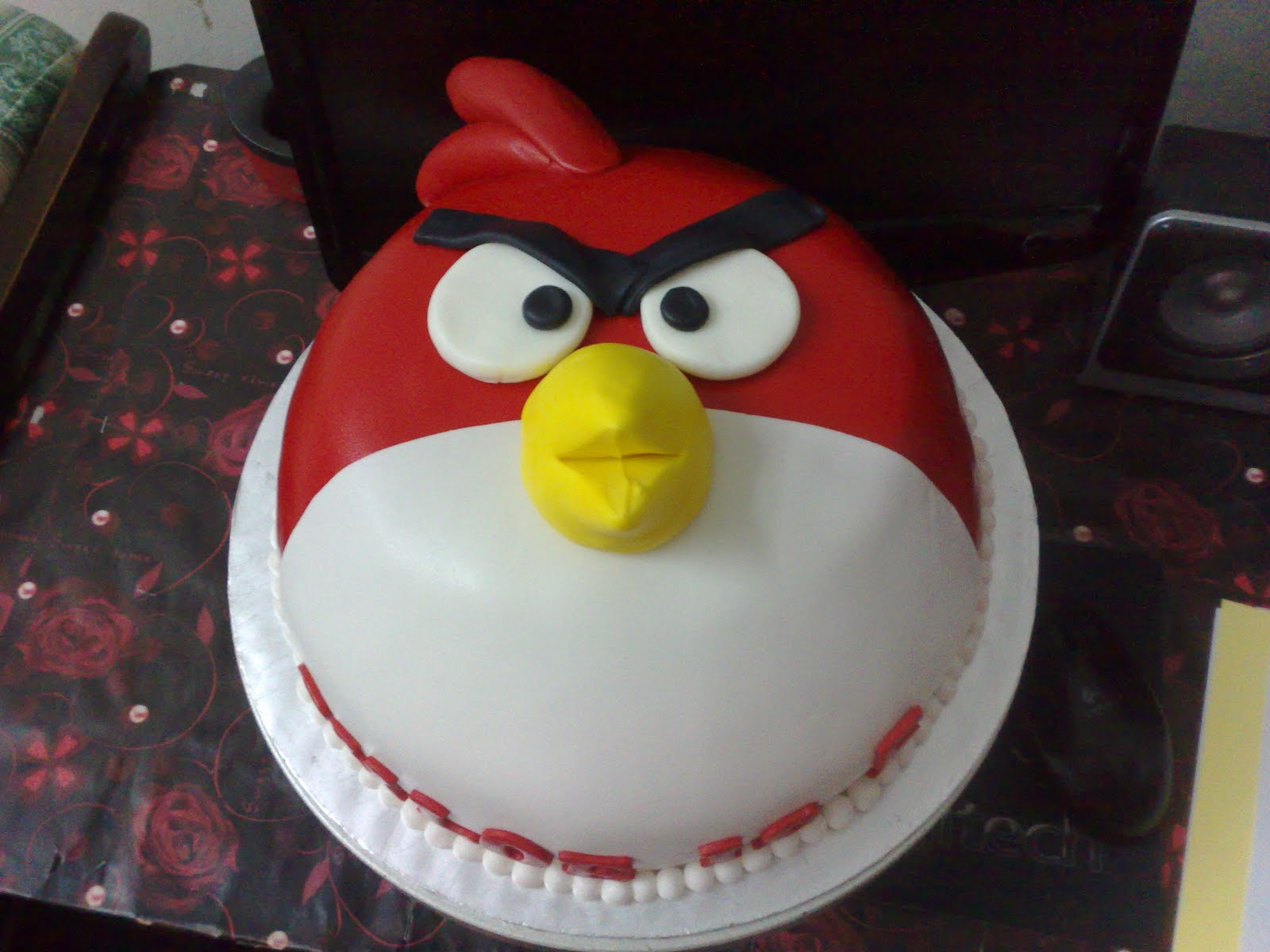 Pin Angry Bird Cake Moist Choc With Fondant Frosting ...