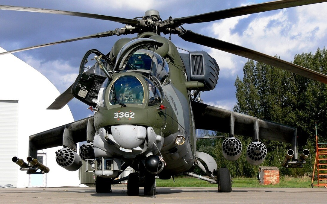 Mil Mi-24 Hind attack helicopter wallpaper 2
