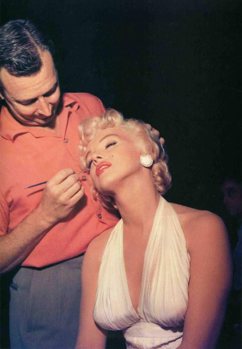 It's The Pictures That Got Small ...: MARILYN MONROE'S ...