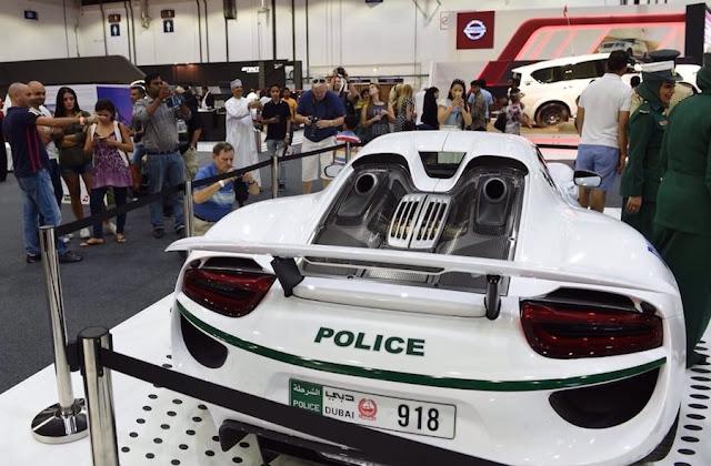 ドバイ警察のスーパーカー部隊に「ポルシェ918スパイダー」のパトカーが仲間入り!