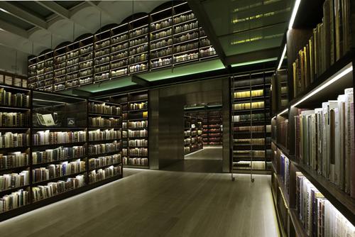 Podio biblioteca antonio castro leal por bgp arquitectura for Biblioteca arquitectura