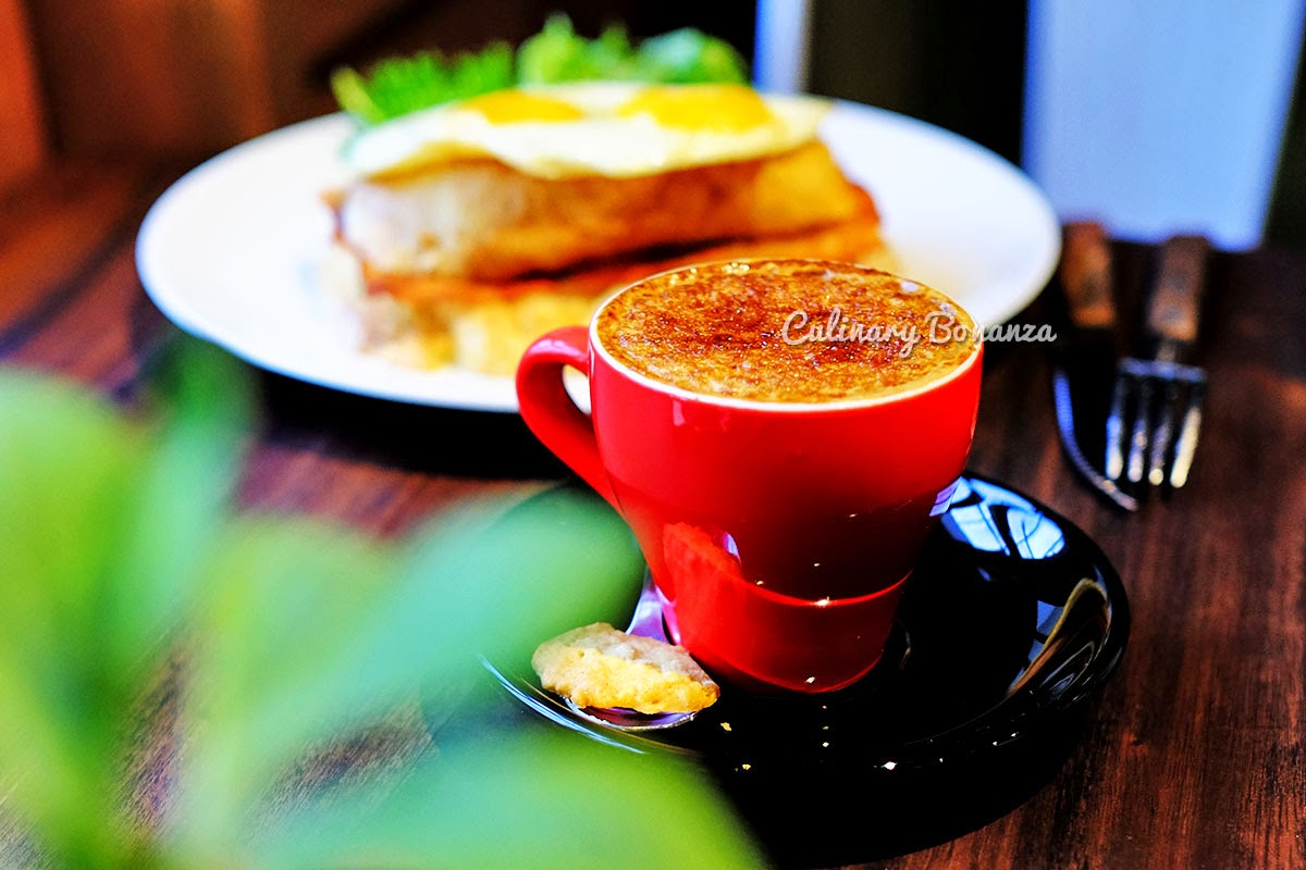 Creme Brulee Cappuccino at Blue Doors Coffee Bandung (www.culinarybonanza.com)