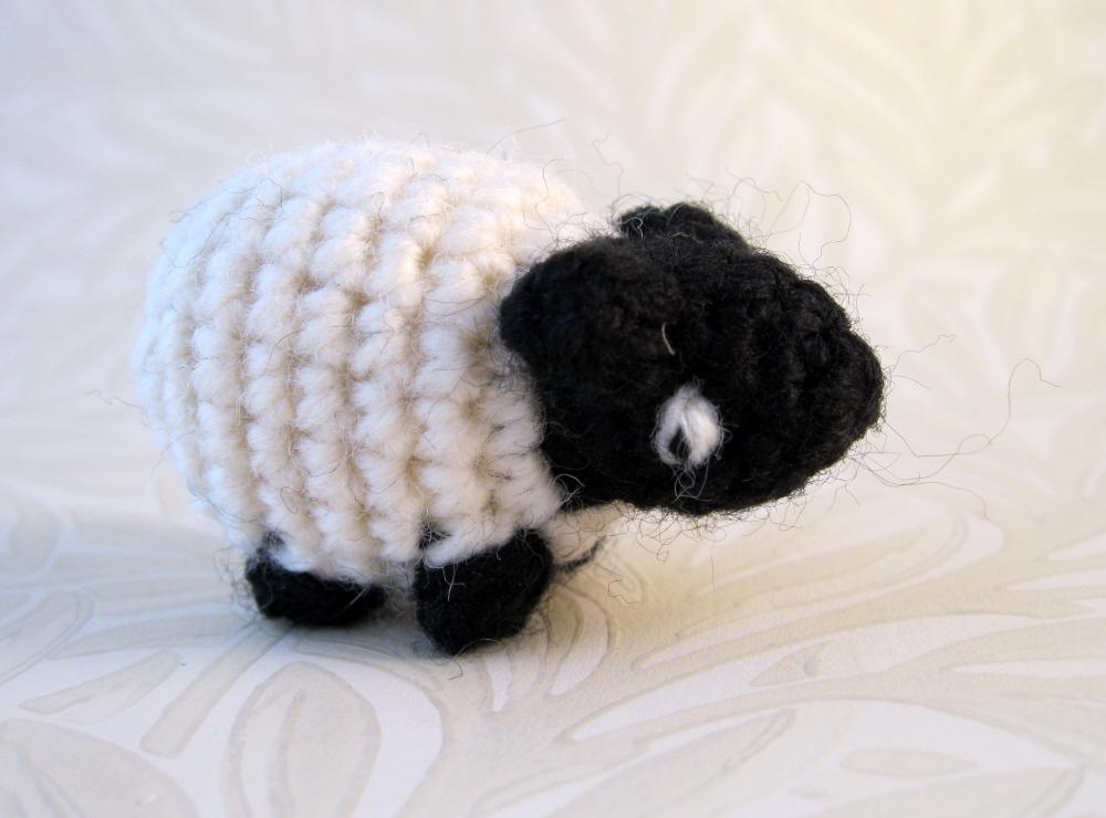 LucyRavenscar - Crochet Creatures: Mini Crochet Creatures - Wee Sheepie