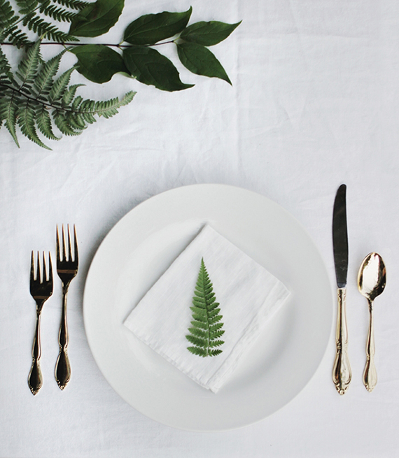 Understated festive table setting ideas | The Merrythought