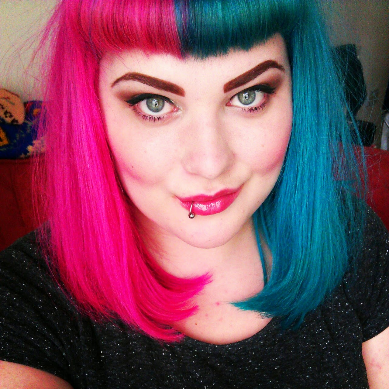 cruella devile split two tone half and half hair dye manic panic directions crazy color alternative short pink fuschia teal turquoise blue green