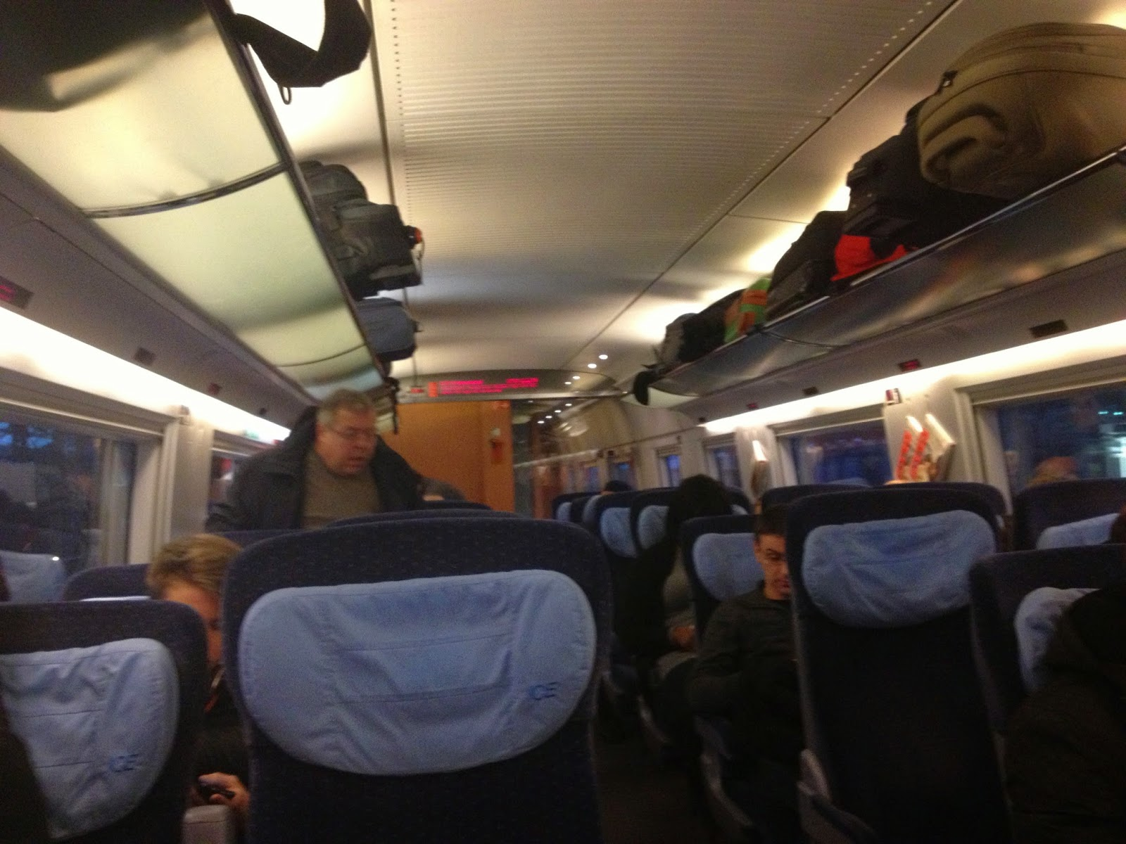 Европейский поезд. Второй класс.