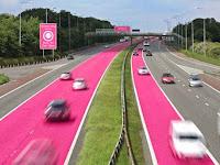 Jalan Unik Berwarna Pink ini Khusus untuk Pengendara Wanita
