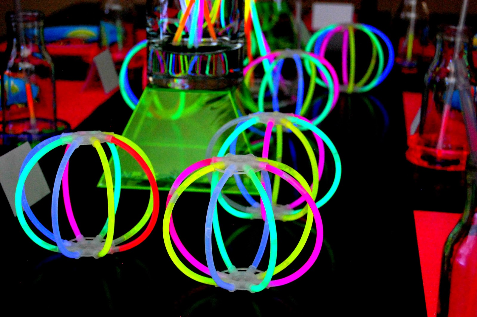 Glow In The Dark Decoration Ideas simply creative insanity: totally cool..neon glow party