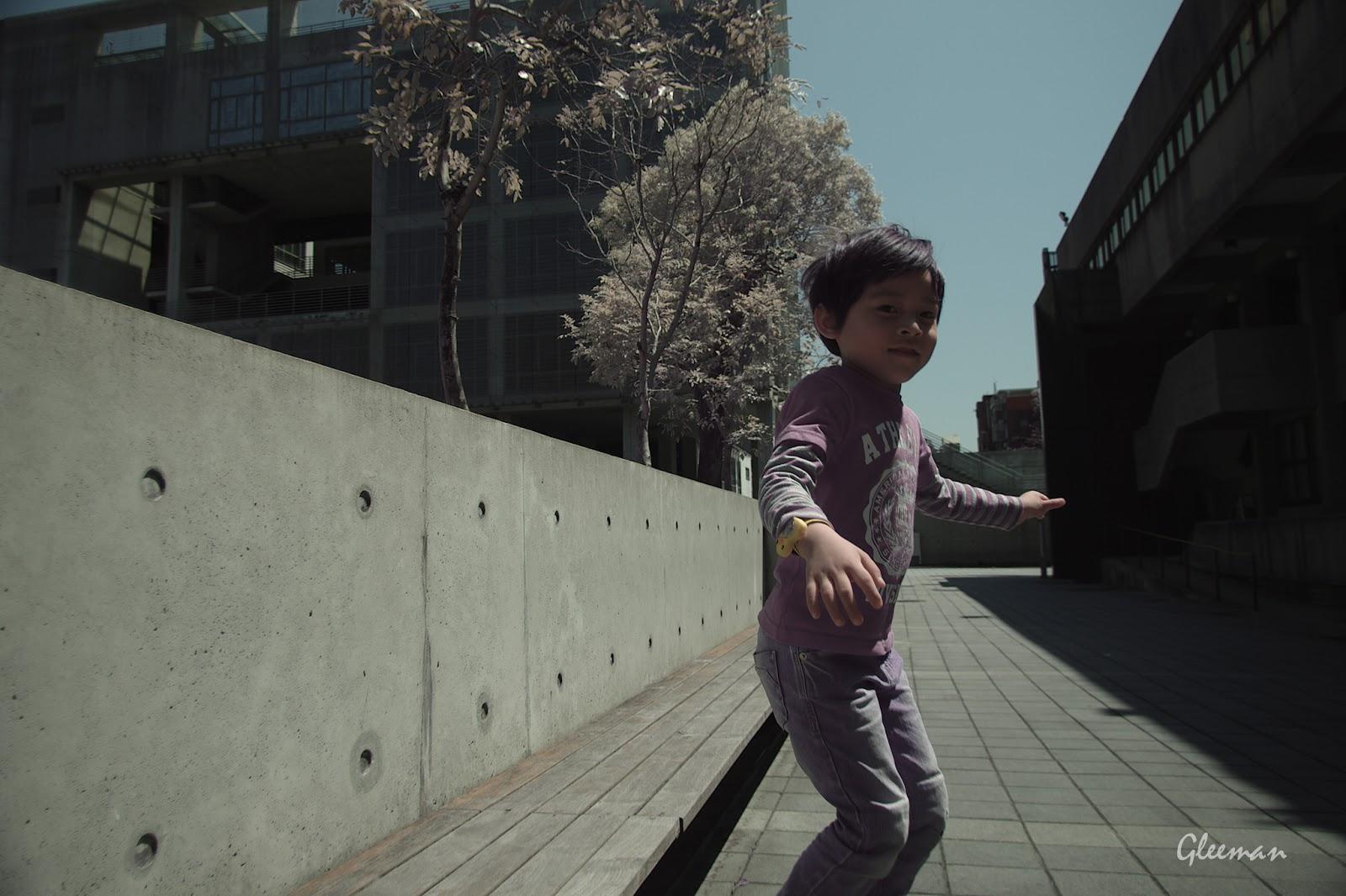 彩色紅外線攝影 (Pentax K5 Color IR )。Jump again  :)