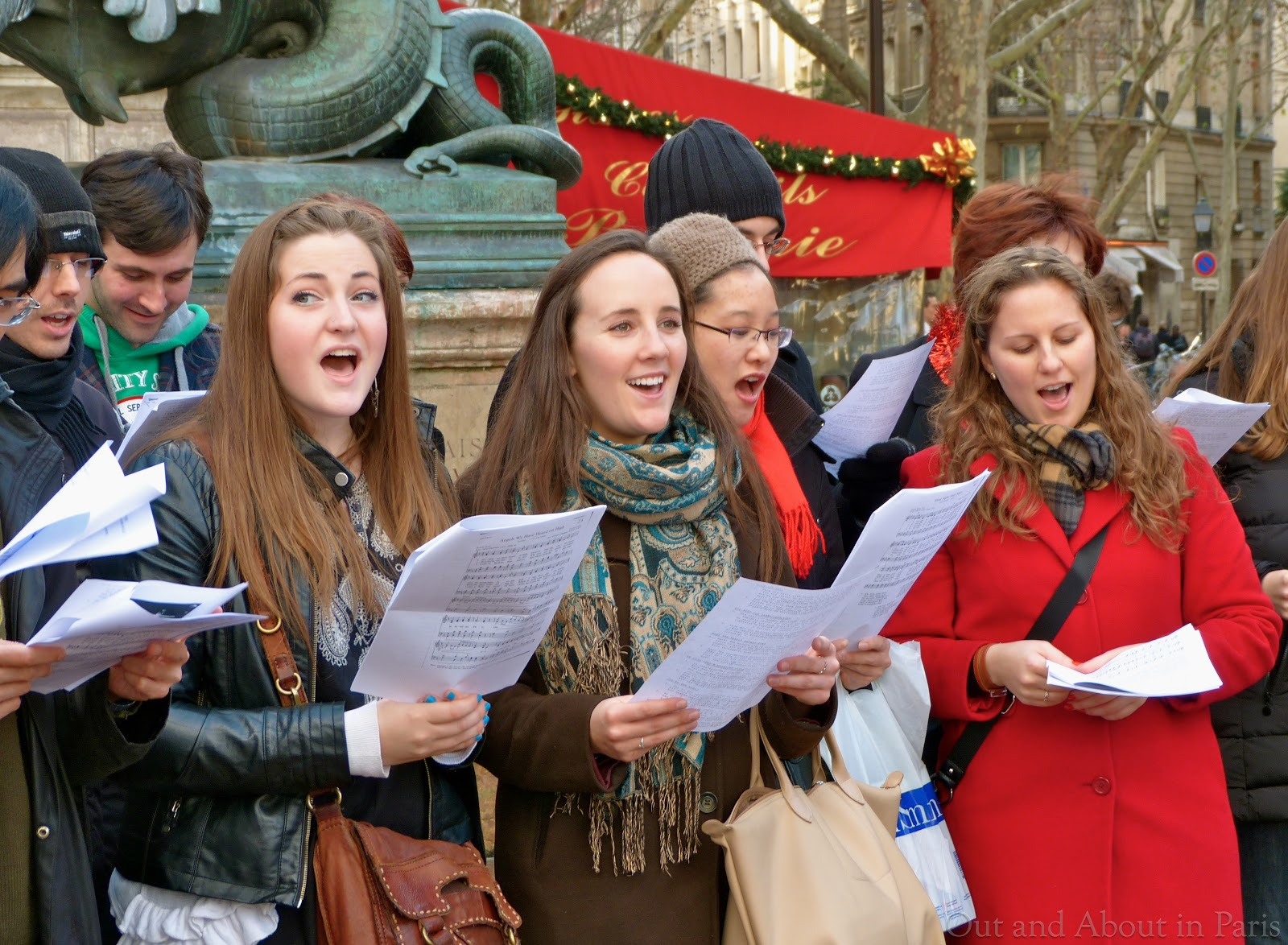 Sunday\'s Picture and a Song: Christmas Caroling in Paris