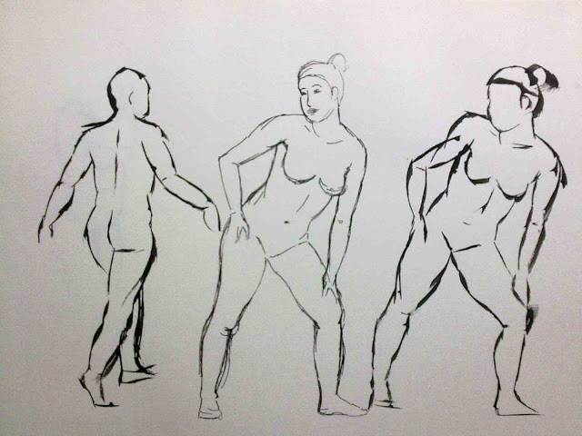 desnudo andando y desnudo de pie