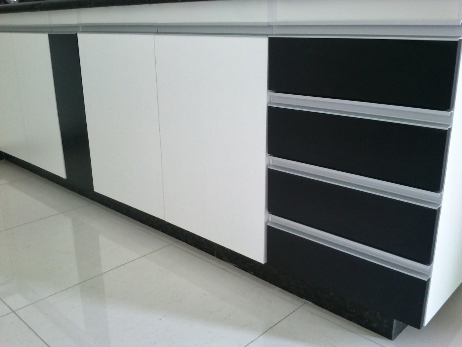 Armário para Cozinha (Padrão Branco e Preto) Portas e Frentes de  #191E1F 1600x1200