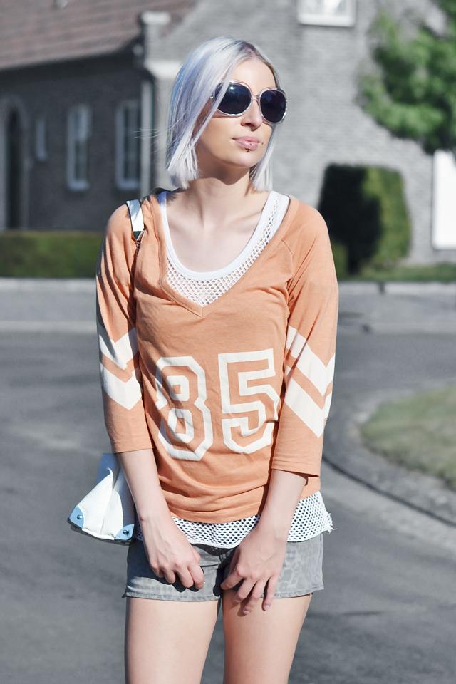 Outfit, ootd, orange top, mesh top, leopard shorts, mango, h&m, nelly, zara slipons, white, oversized sunglasses, street style, summer, 2015, inspiration