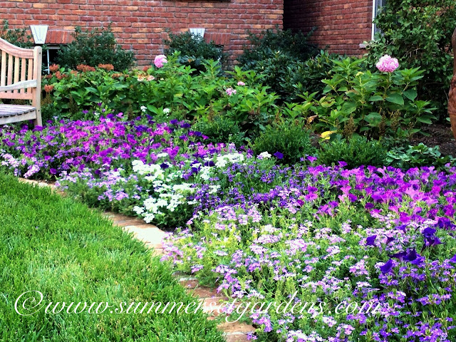 Garden design a front yard landscaping idea for Front yard garden designs