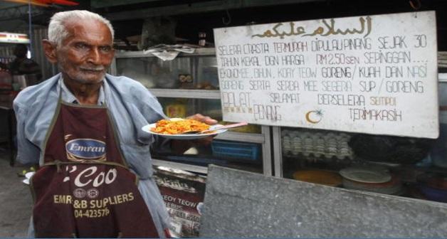 KISAH HEBAT !!!! Walaupun Berusia 92 Tahun, Lelaki Ini Masih Gagah Menjual Mee Goreng Yang Cukup Lazat...