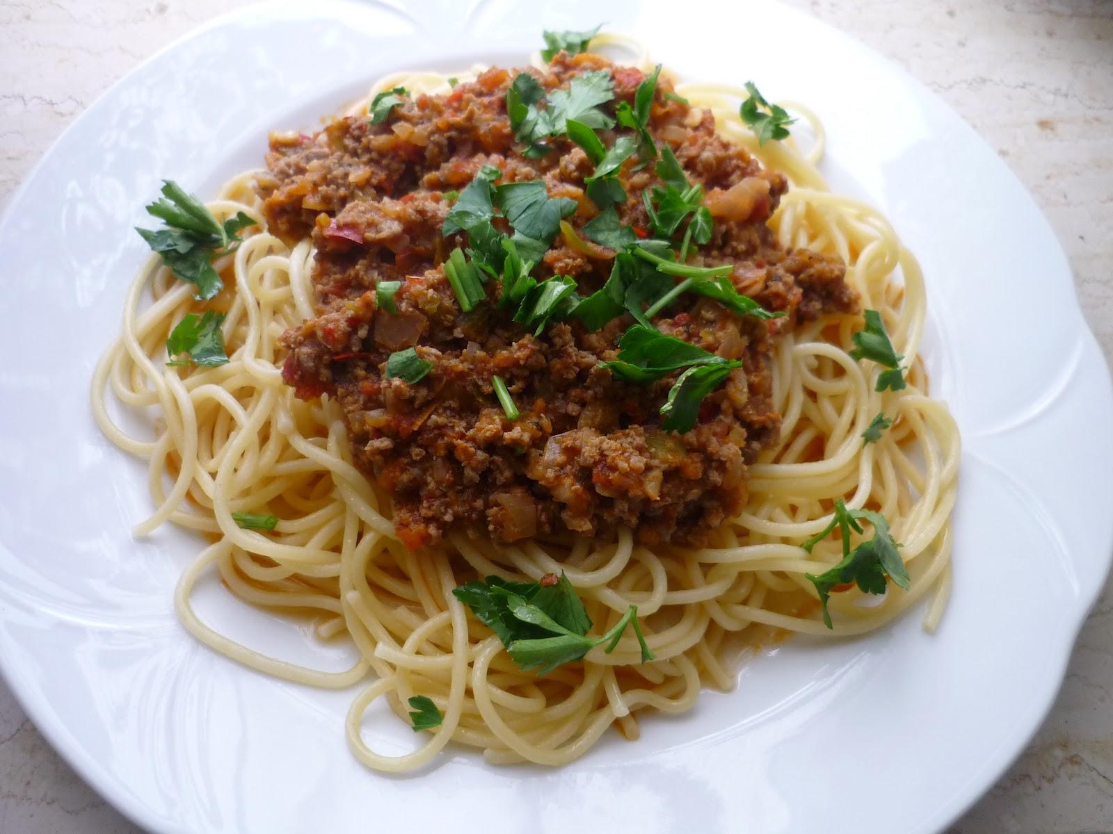 Spaghetti Bolognese. ( Kıymalı Makarna )