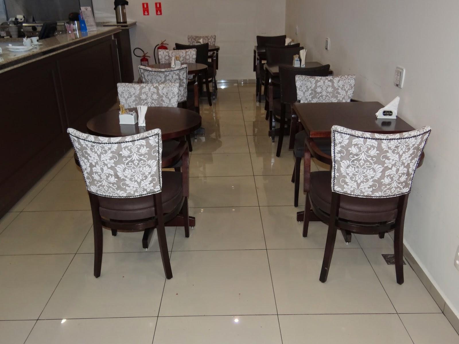 Dellabruna mesas e cadeiras for Mesas para cafeteria