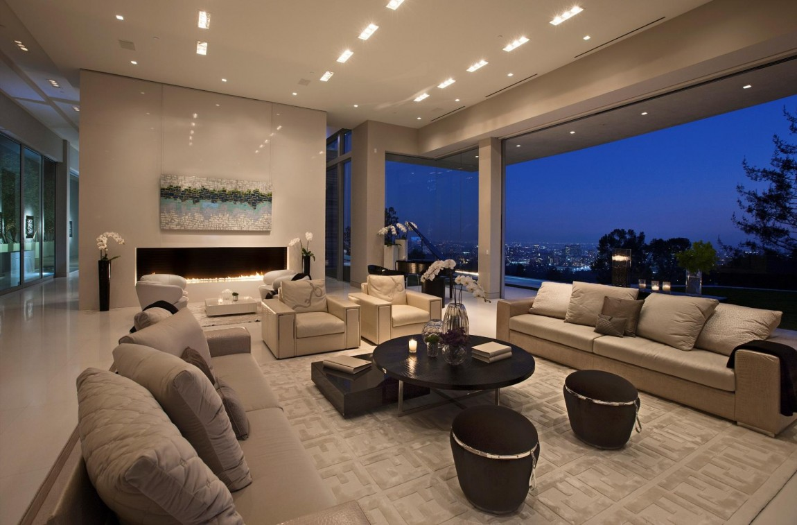 Large modern home with lovely city views bel air los for Modern home living room