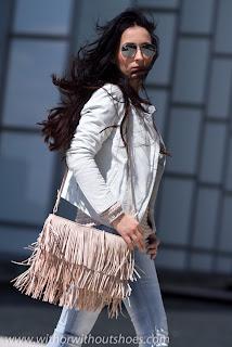 http://4.bp.blogspot.com/-EslyGbthLYo/UZAJqnMYXBI/AAAAAAAAMac/oKuUbLHZ79o/s640/red_IMG_0049_Salmon+leather+Biker+Jacket+MUUBAA+Syrma+how+combine.jpg