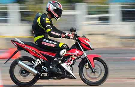 test ride Honda Sonic 150R
