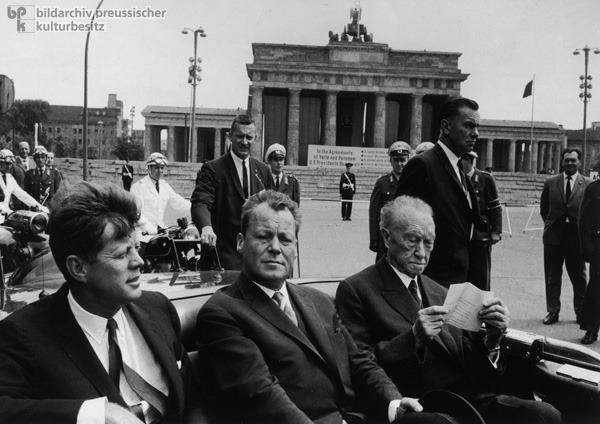 AGENTS BESIDE LIMO, BERLIN, JUNE 1963