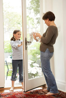 Hướng dẫn cách vệ sinh cửa kính cường lực