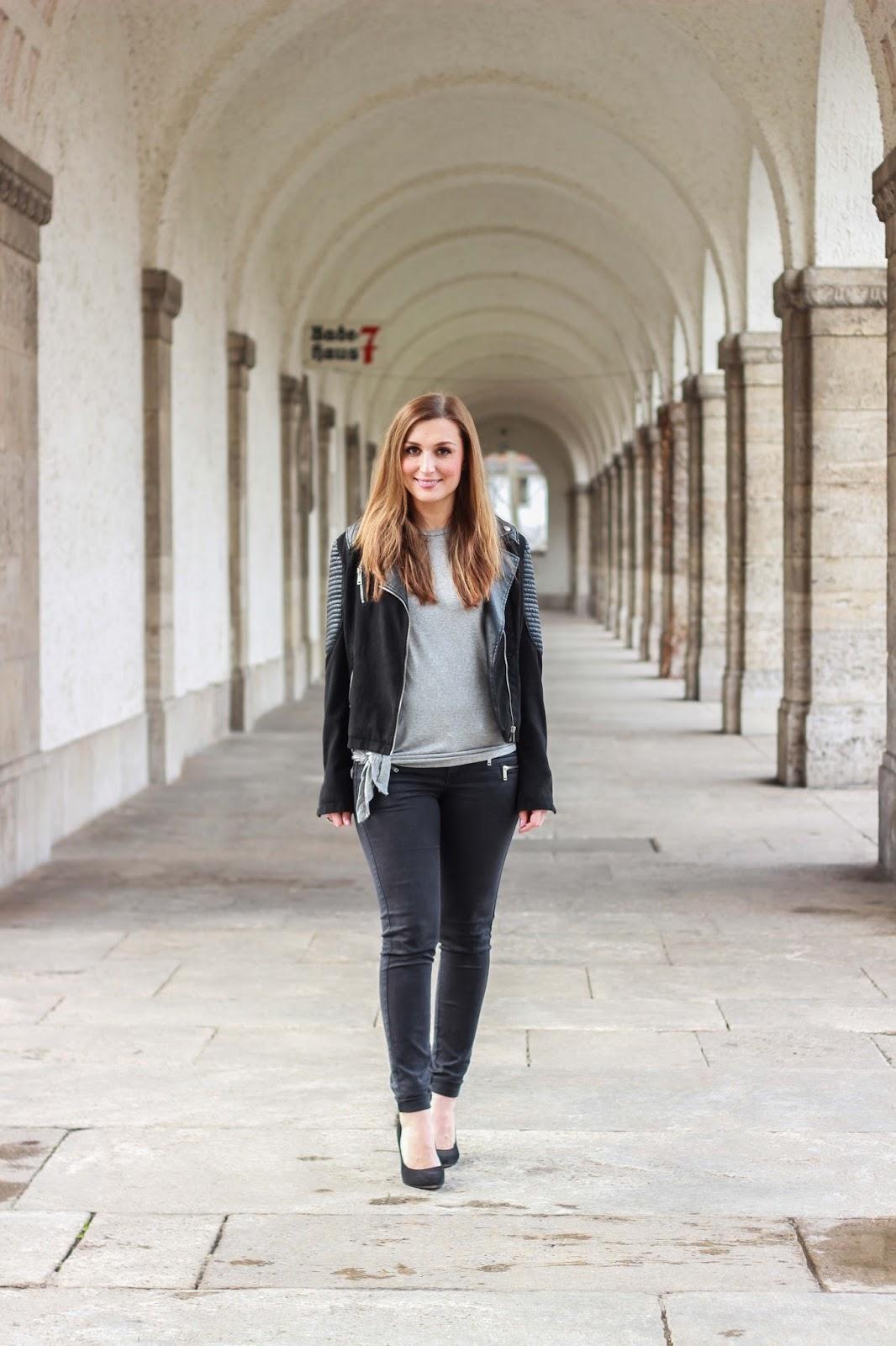 Frankfurter fashionblogger - german fashionblogger - fashionblogger aus frankfurt - graues t shirt kombinieren -