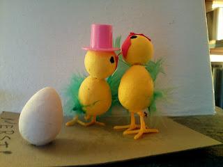 - Og så sa jeg, ja nå fikk du sannelig egget i postkassa. - Ha ha ha!