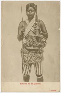 Amazona al servicio del último (penúltimo) rey de Dahomey