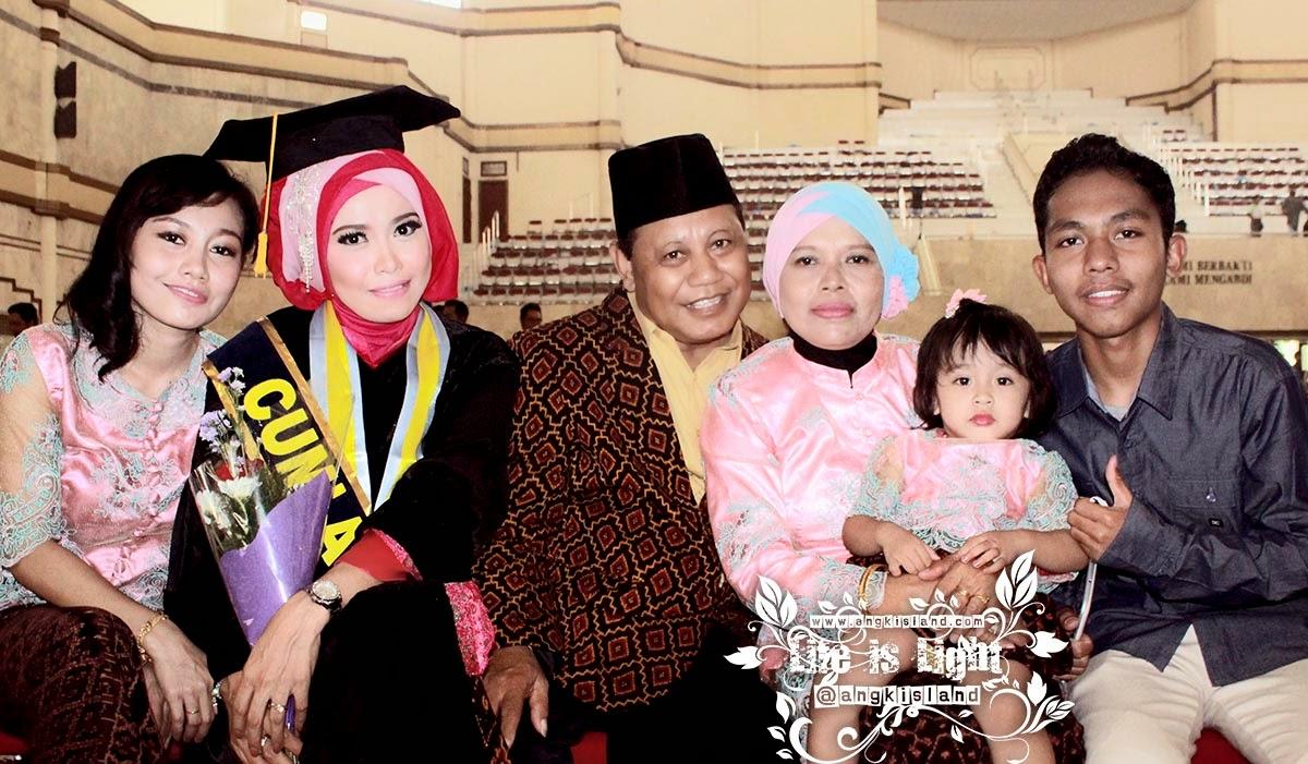 Keluarga Mearlyn Kurniawati