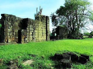 Ruínas da igreja de São João Batista, em Entre-Ijuís.
