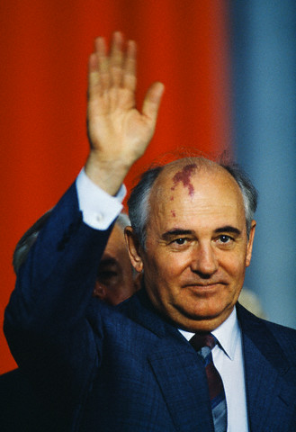mikhail gorbachev s decisive role in a On my country and the world [mikhail gorbachev, george shriver] on amazon com free shipping on qualifying offers here is the whole sweep of the soviet .