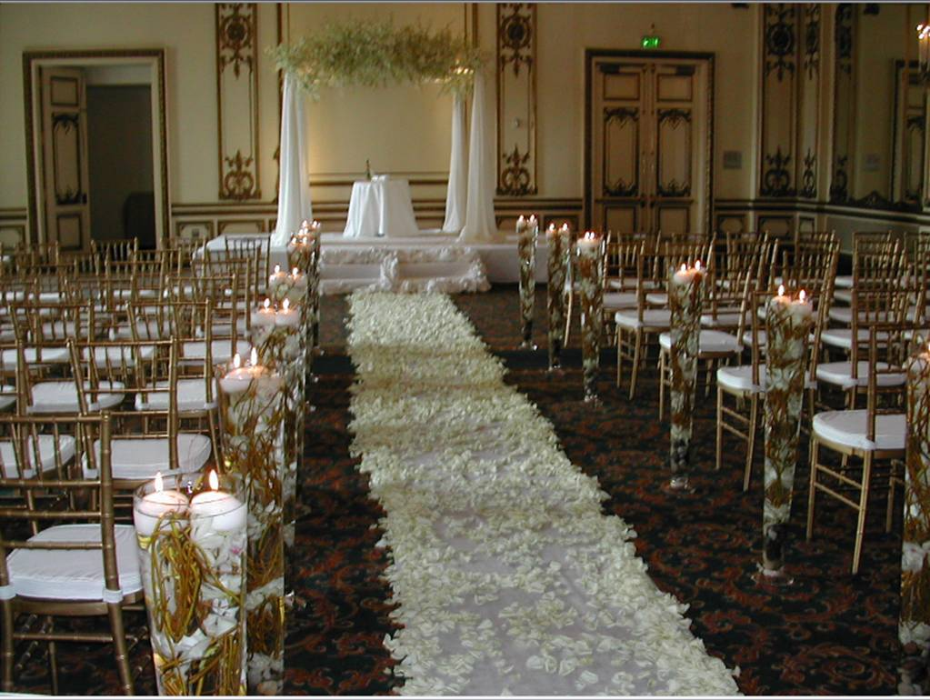 Wedding church decoration ideas romantic decoration for Wedding decoration images