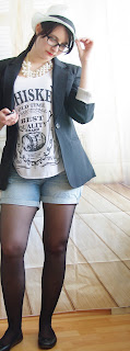 Outfit Cheeky Hat Girl - Denim Shorts, Whiskey Top, Long Blazer & Hut