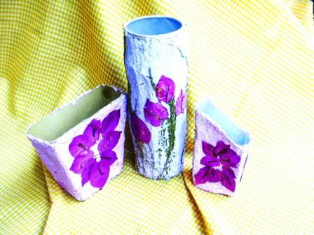 Berbagi Gagasan Paduan Limbah Kertas Limbah Kemasan Makanan Fringler Susu Ultra Buavita Es Krim Wallz Dan Bunga Kering Jadi Handycraft Cantik