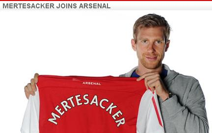 Per Mertesacker finalizes Arsenal deal.