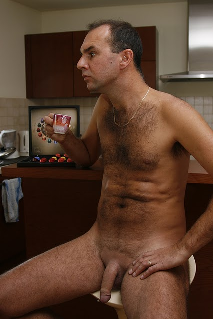 NUDE REAL MEN: SEND IN YOUR NUDE PHOTOS GUYS. JUST CLICK ON ONE OF THE ...