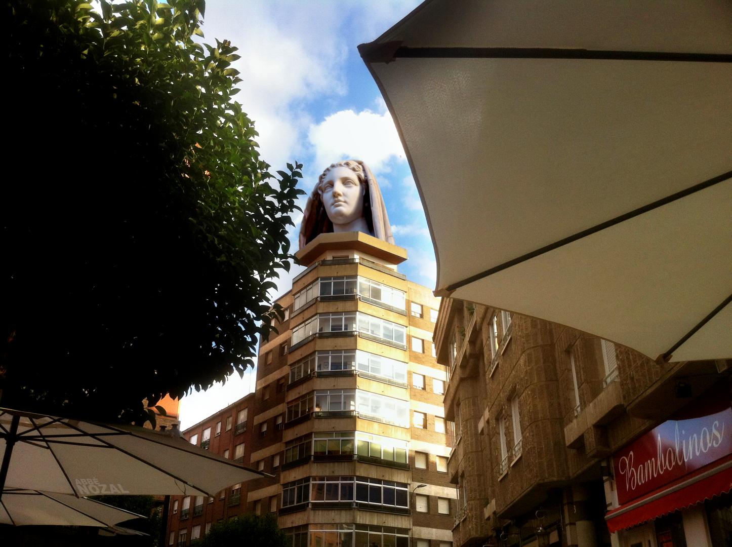 Cabeza de mujer sobre el pedestal de la azotea, 2014 Abbé Nozal