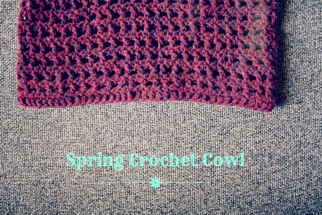 Spring crochet cowl 