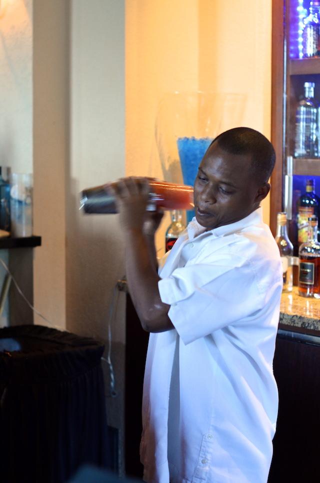 bahamas bartender