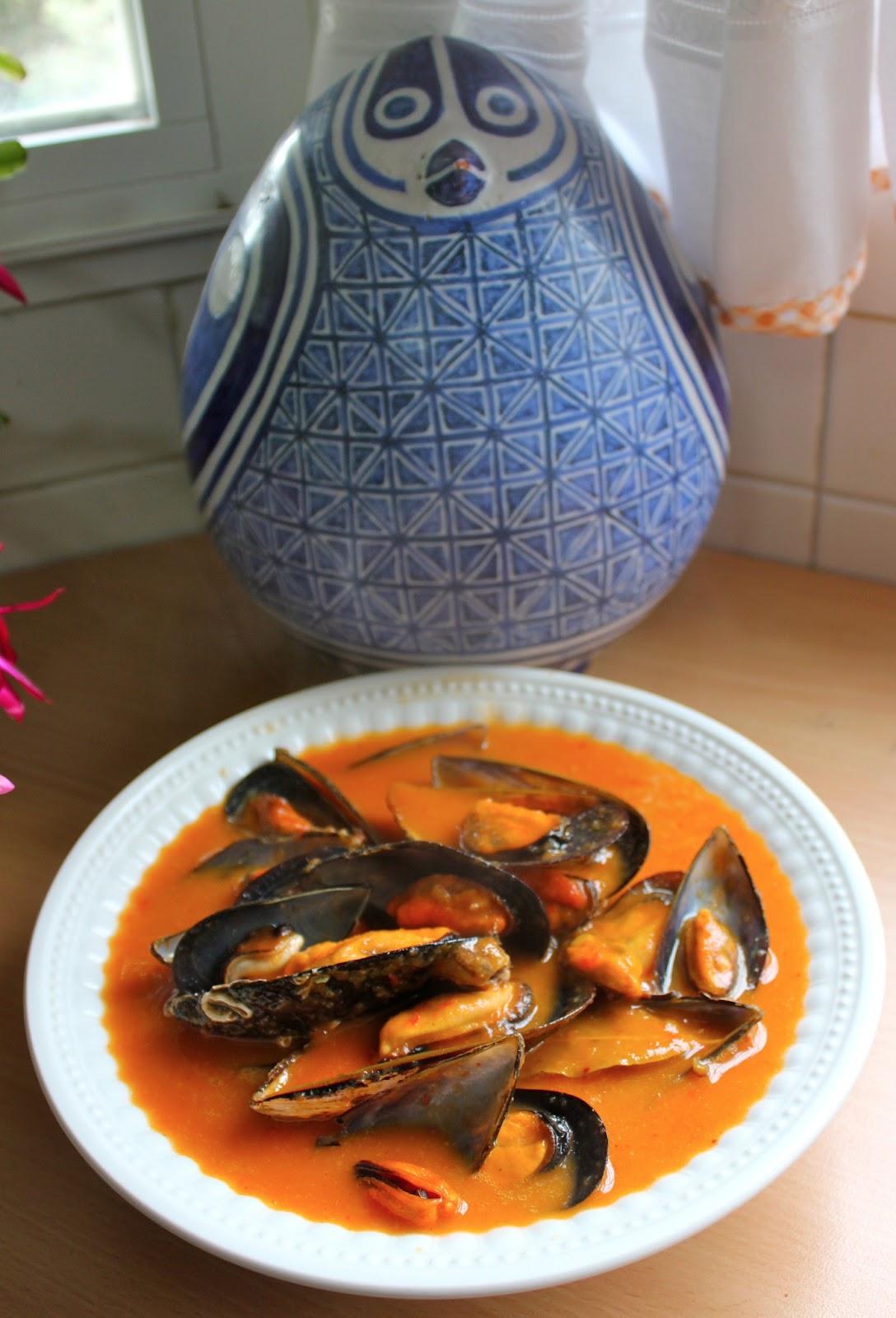 Cocinar es vivir y bordar tambi n mejillones en salsa for Cocinar mejillones en salsa