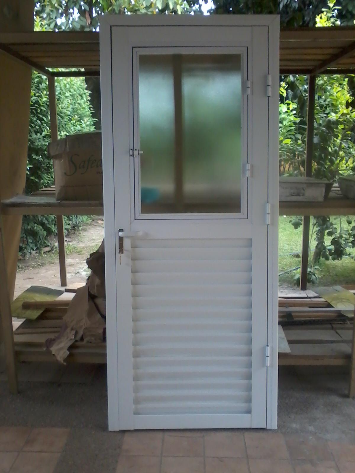Via dise o carpinter a de aluminio enero 2013 - Puertas de jardin de aluminio ...
