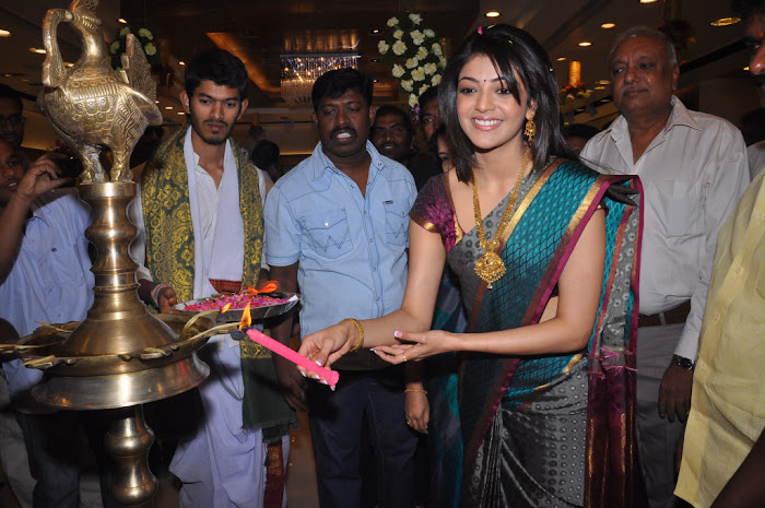 kajal agarwal in saree at chennai shopping mall launch hot photoshoot