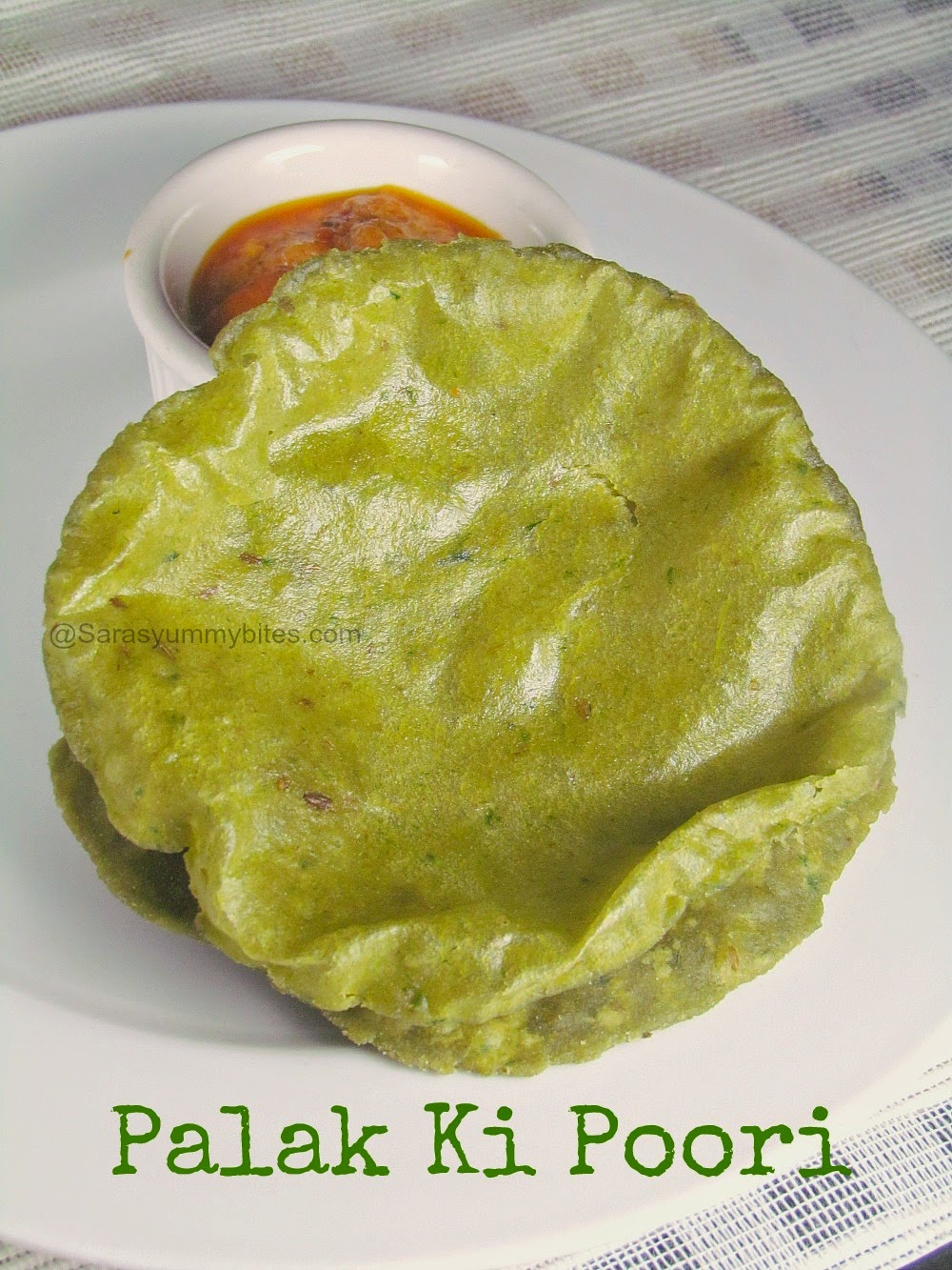 Palak Ki Poori / Spinach Poori
