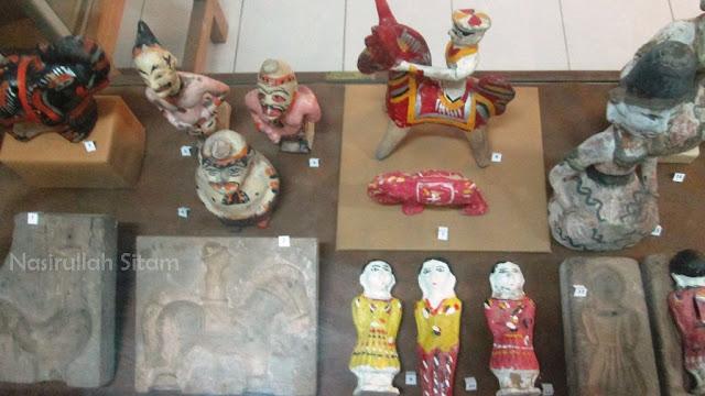 Berbagai kerajinan dari keramik