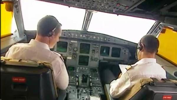"""NOTICIAS INSÓLITAS - Abre la maldita puerta!"""", gritó el comandante al copiloto de Germanwings"""