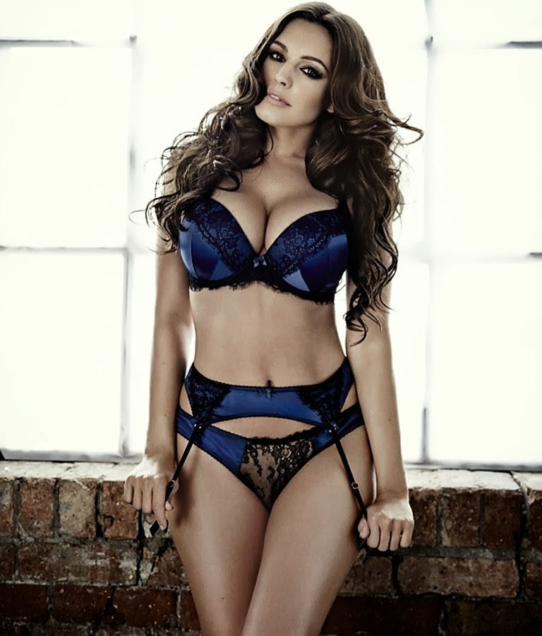 Kelly Brook New Look Lingerie Christmas 2013 05