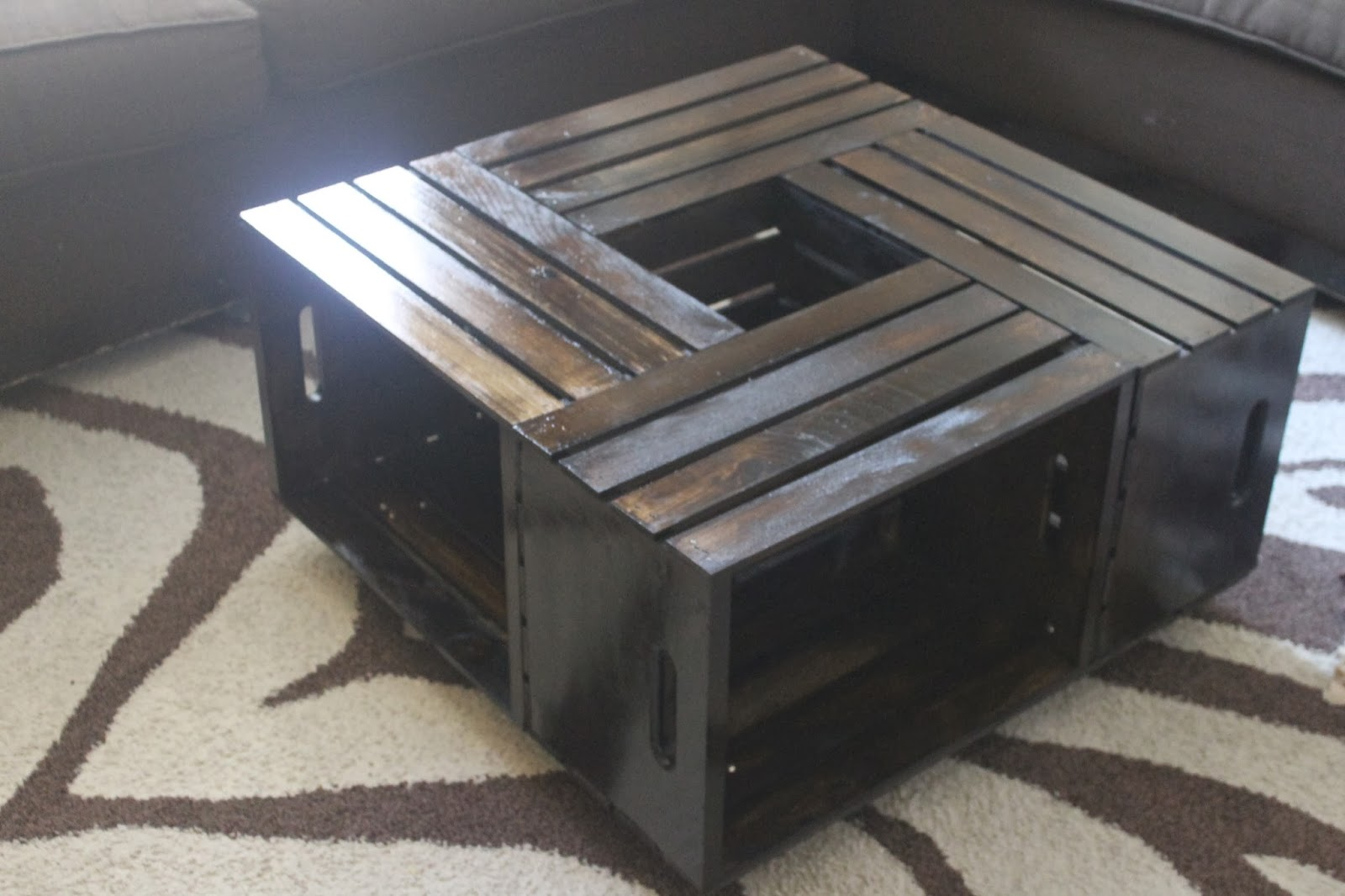 All things o 39 natural let 39 s make a coffee table with for Coffee table made out of wooden crates